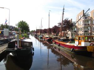 Het Stadskanaal uitgelijnd met historische schepen. We zijn er!