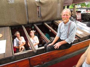 Sommige leden hebben er veel voor over om de continuiteit van de vereniging te garanderen. Trotse Opa en oma Vermeer met kleinkinderen.