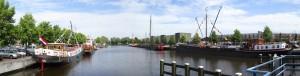 Winschotens historische haven met geheel rechts de Terra Nova met vernieuwde los/laad installatie.