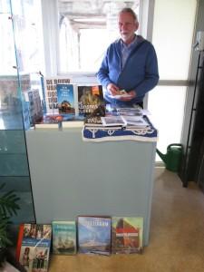 En ook Henk Morel was er weer, deze keer met een pop-up versie van de verenigingsstand.