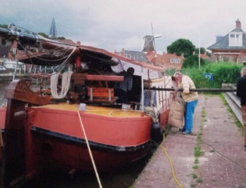 De zak lijnzaad vervolgt zijn vaarweg door de provincie Groningen.