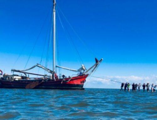 Oefenschip Stuurvrouwen in zwaar weer